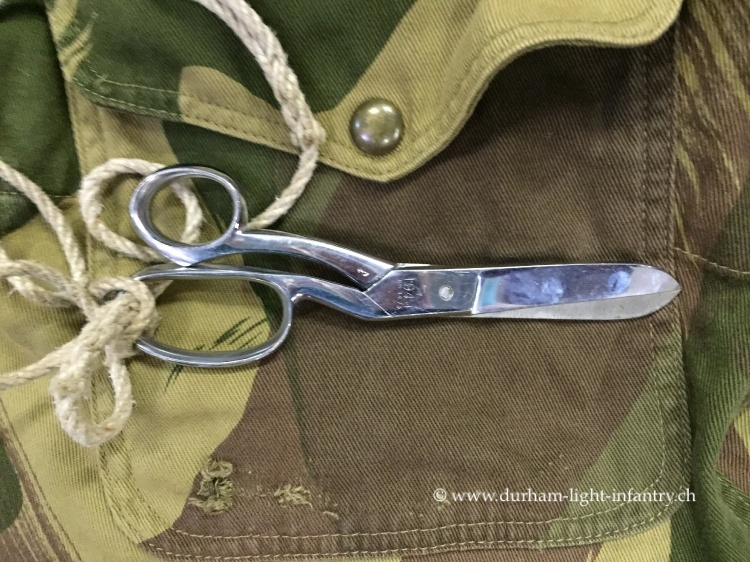 Stretcher bearer scissors