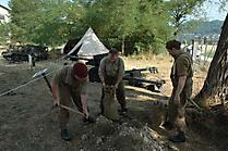 Vorbereitung der Stellungen - Sandsäcke abfüllen
